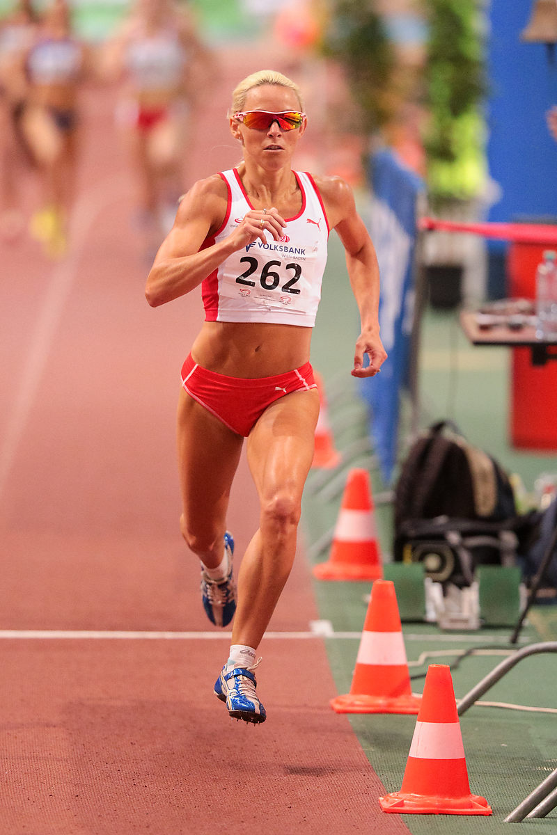 Jennifer Meadows mit 800m JWBL (1:59,21) beim Indoor Track&Field Vienna am 31.01.2015